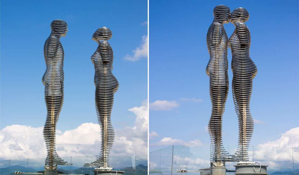 Огромные 8-метровые статуи символизирующие утраченную любовь