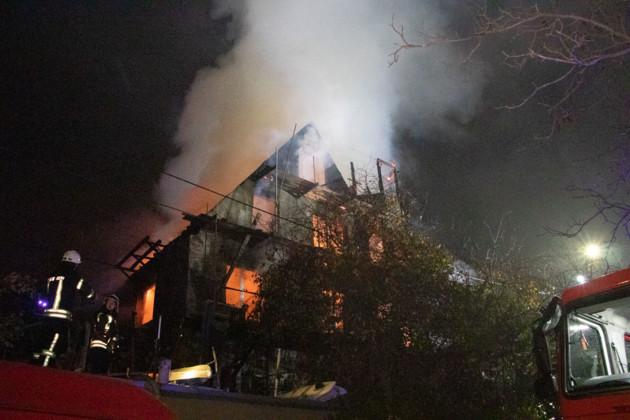 Палав приватний триповерховий будинок: у столиці сталася жахлuва пожежа (відео)