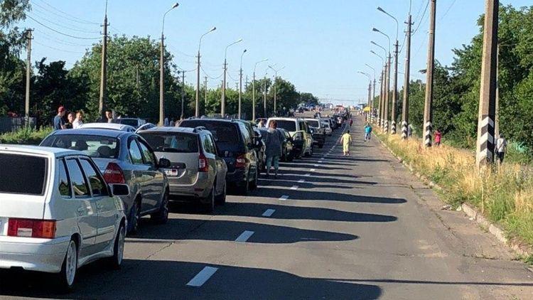 Трое суток в очереди на КПВВ между «ДНР» и Украиной (видео)