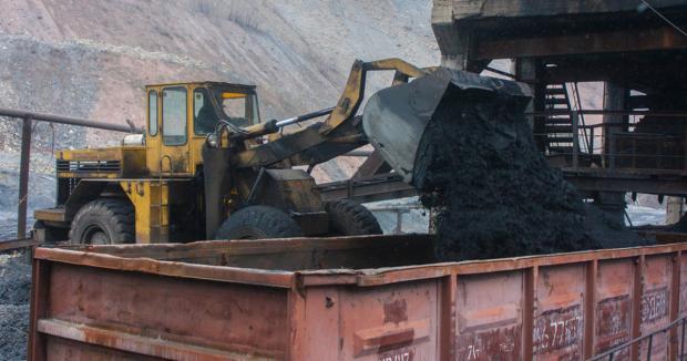 Поки українські шахтарі сидять без зарплати, Коломойський продає державі вугілля з РФ і «ДНР», — ЗМІ (відео)