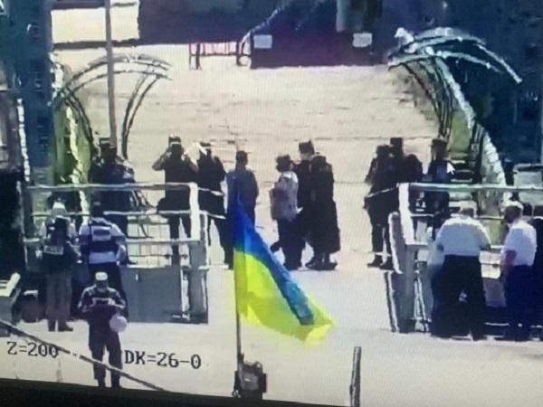 Отказываются пропускать людей: боевики сорвали открытие КПВВ на Донбассе