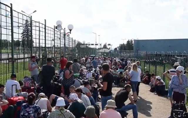 Українцям не рекомендують їздити за кордон