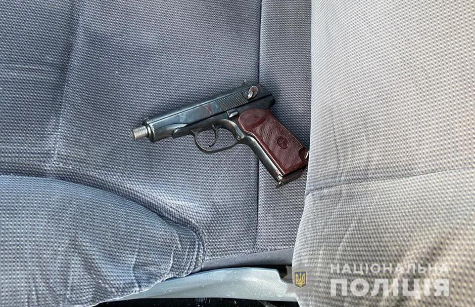 У Дніпрі застрелили поліцейського: стікаючи кров'ю, він все ж затримав підозрюваного (фото)