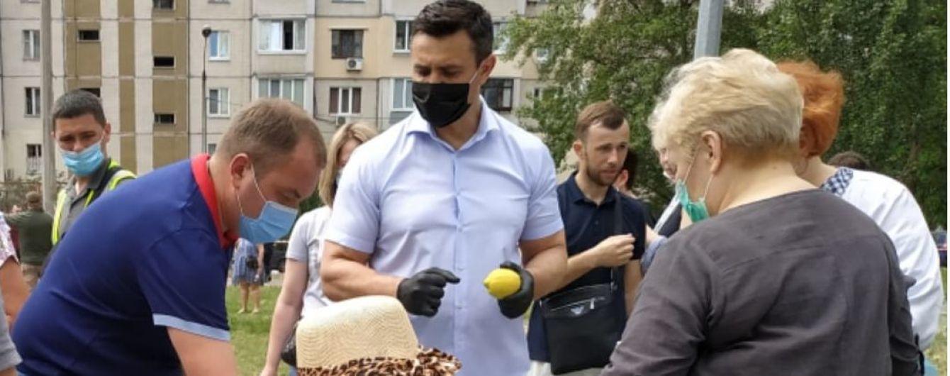 Тищенко приехал на место взрыва дома в Киеве и отличился странным поступком: фото и видео «слуги народа»