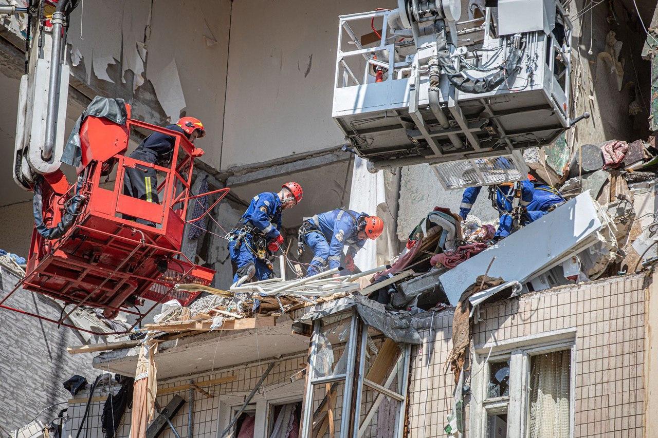 Взрыв в Киеве: все, что известно об обрушении дома на улице Григоренко (обновляется)