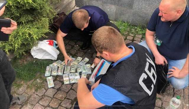 «Пытался звонить Корбану, с которым делил украденное»: стали известны подробности обысков и арестов в мэрии Днепра