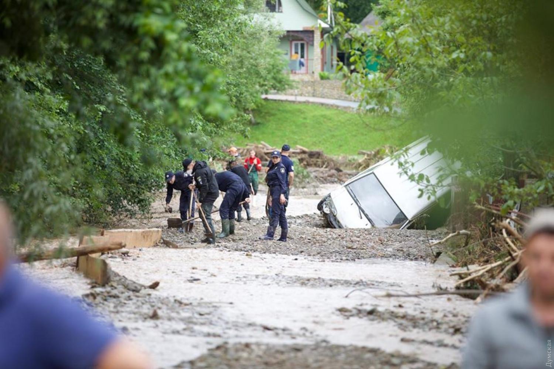 Стариков выносили на руках, а животные утонули: как западная Украина выживает после мощного наводнения