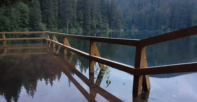На Закарпатье «затопило» Синевир: впечатляющие фото