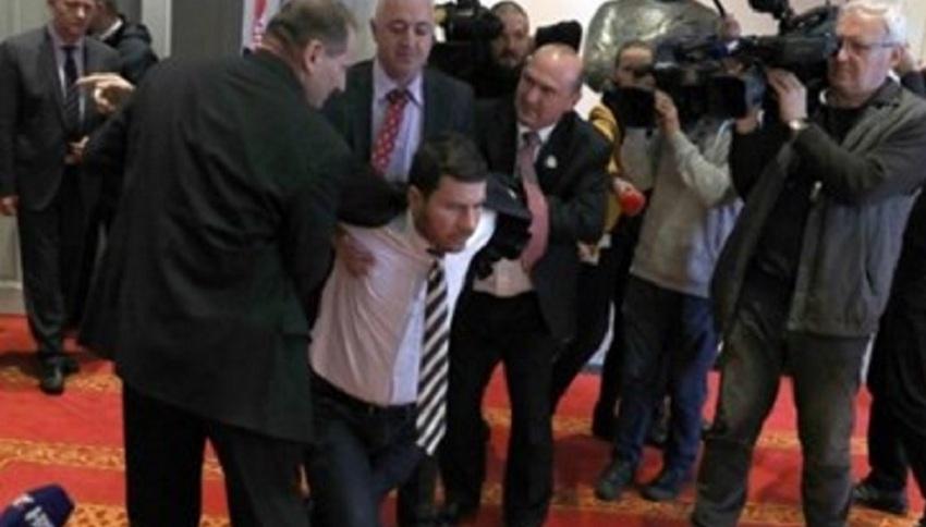 У Хорватії депутатів, що підтримують Путіна, позбавили мандатів і викинули з Парламенту ФОТО