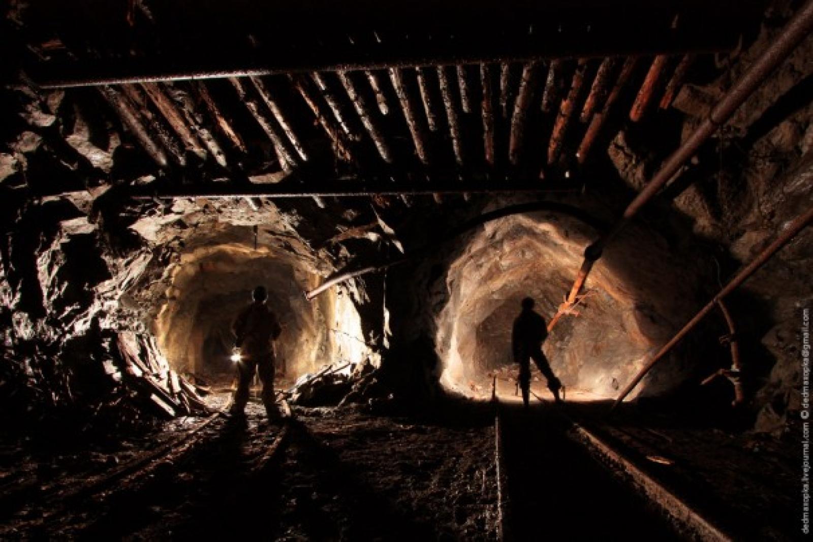 На шахті в Луганській області стався обвал, є постраждалі