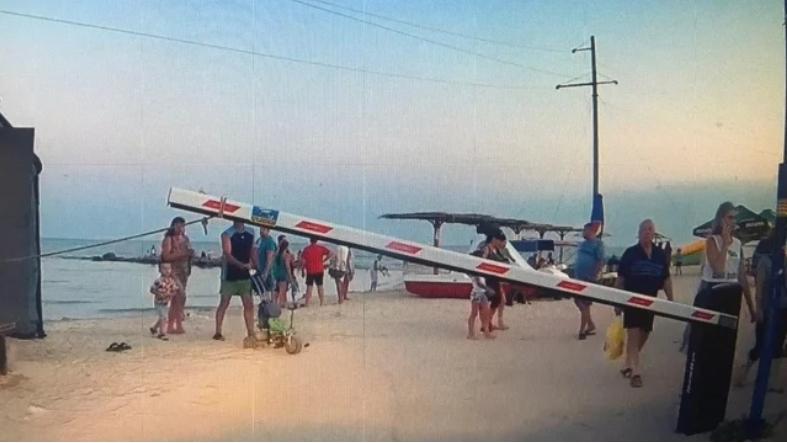 В Кирилловке сделали платным отдых на диких пляжах Федотовой косы