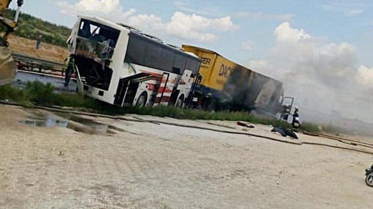 В Польше автобус с украинцами попал в огненное ДТП с цистерной и грузовиком. Фото, видео с места ДТП