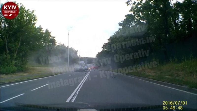 З'явилося відео моменту ДТП із бухим водієм #Mercedes, який забрав життя у чотирьох людей на Старообухівській трасі