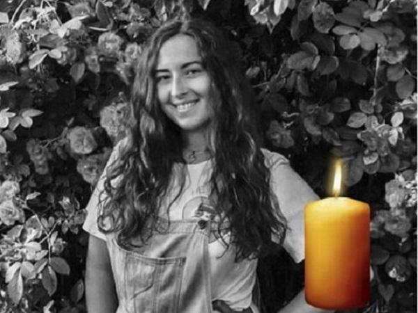 Лежала в калюжі крові із раною на шиї: На Чернігівщині вбили молоду дівчину (відео)