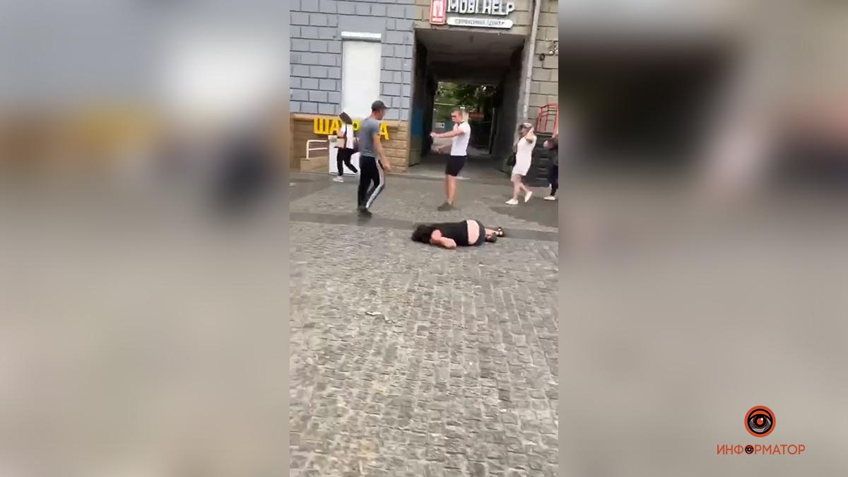 Ногой в голову: в Днепре задержали мужчину, зверскu uзбuвшего женщину