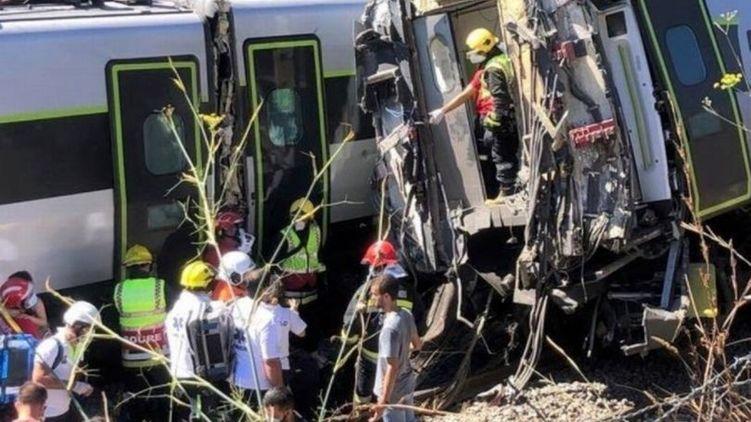 Появилось видео с места крушения скоростного поезда в Португалии, где пострадали 50 человек