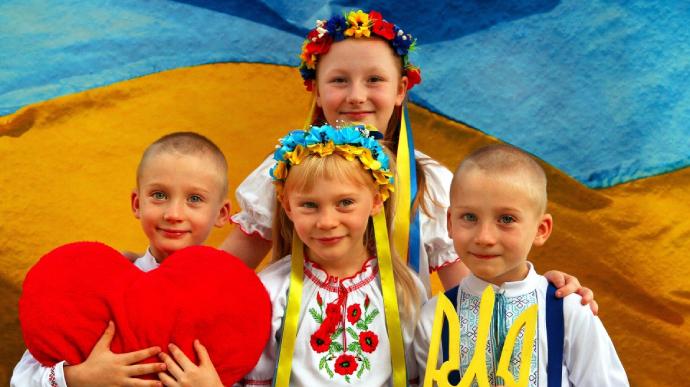 Київрада дала пояснення щодо співу гімну у школах