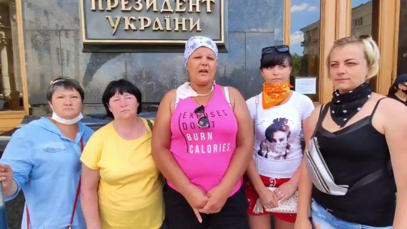 Дружини шахтарів звернулися до матері Зеленського, просять вплинути на сина