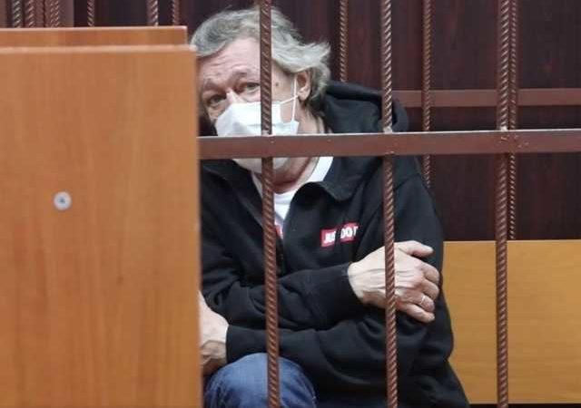 Убойная поездка Ефремова. Как давят актера, смеявшегося над Путиным