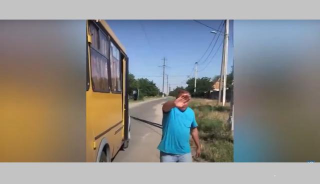 В Николаеве водитель маршрутки с оскорблениями напал на пассажирку: видео
