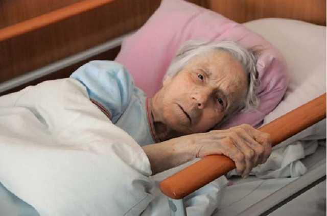 Издевательства над стариками в доме престарелых в Ровно. Придётся ответить! (видео)