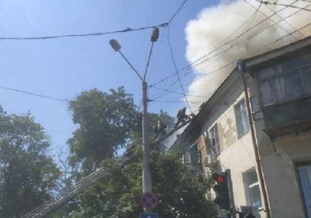 Люди остались без крыши над головой: пожар в центре Одессы сняли на видео с воздуха