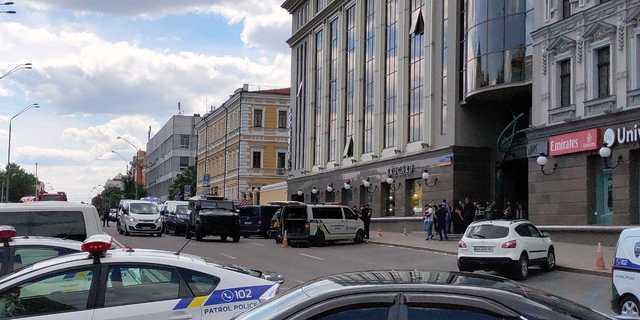 Захватчик банка в Киеве назвал свои требования
