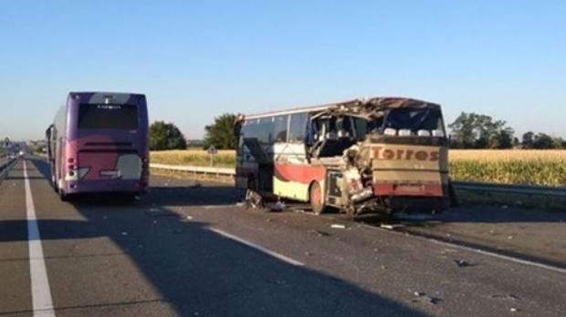 Є загиблі: На Кіровоградщині не розминулися два автобуса (фото)