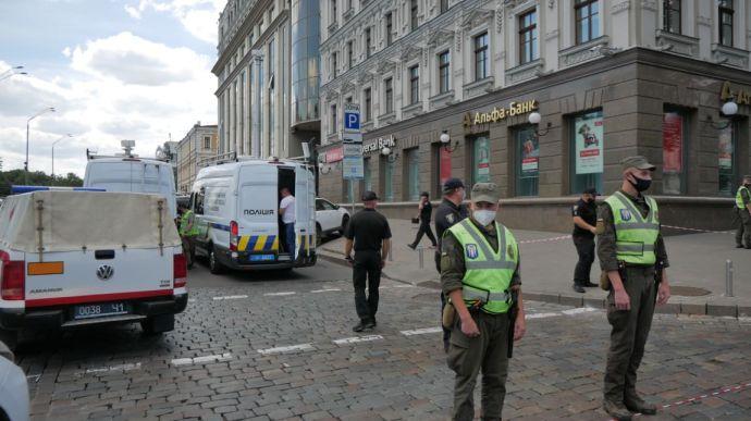 Полиция начала переговоры с террористом захватившим отделение банка