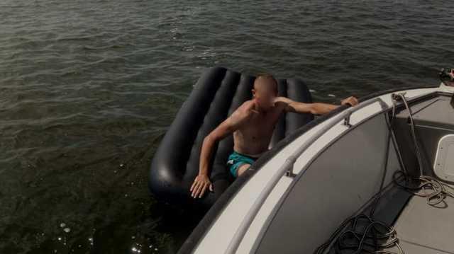 Под Николаевом парочку на надувном матрасе унесло в открытое море