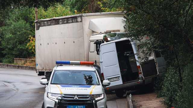 В Днепре грузовик протаранил маршрутку, есть пострадавшие (видео)