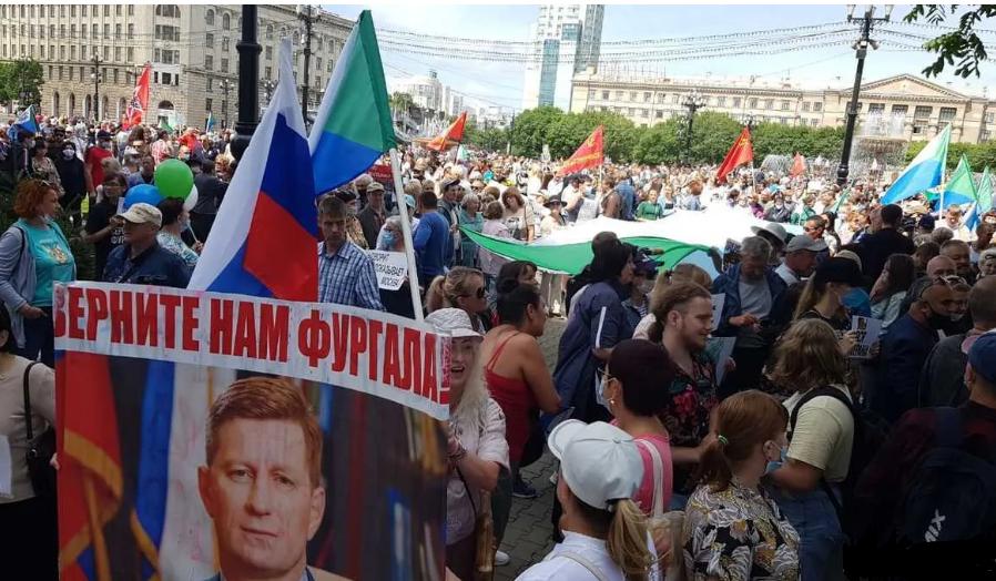 В Хабаровске снова митинг. Почему сверх-колорадский регион вышел против решения главного колорада страны?