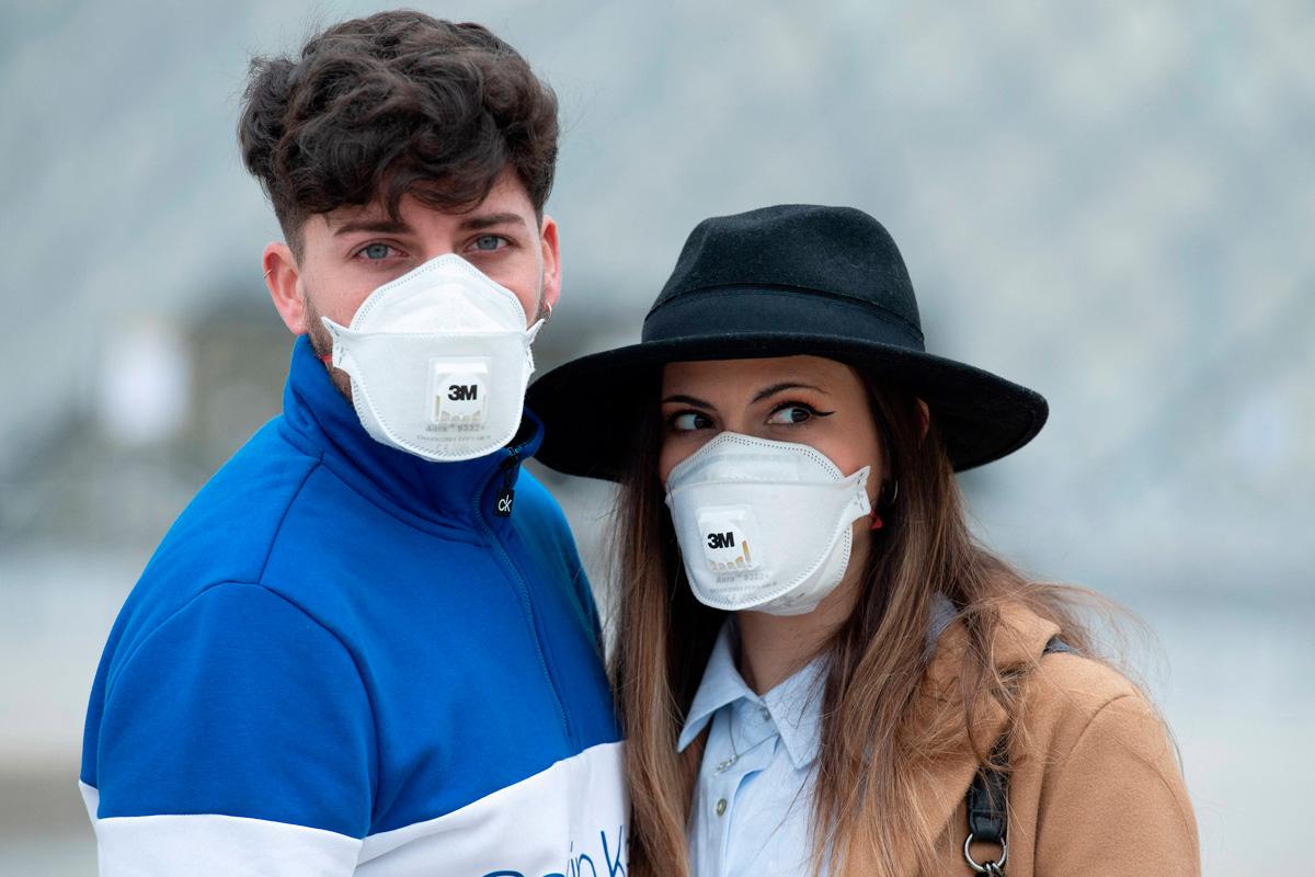 Чому варто відмовитися від масок з клапанами видиху чи вентиляційними отворами?
