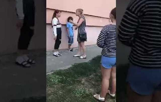Одесская полицейская угрожала разбить голову ребенку. Видео