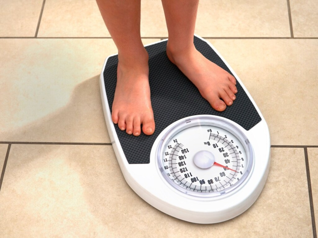 Врачи дали ответ: почему люди набирают вес по ночам