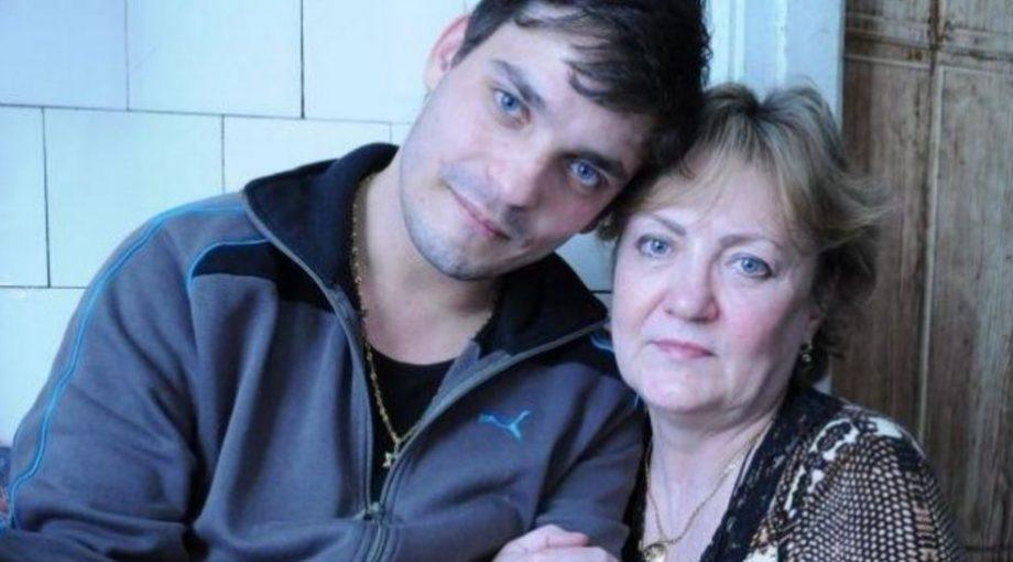 Їй давно сказали, що дитина загинула під час пологів. Але через 27 років пролунав дзвінок…