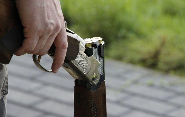 Киевлянин выстрелил из охотничьего ружья в женщину с маленьким ребенком на руках