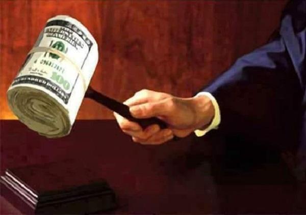 Суд вирішив, що українці винні олігархам 10 млрд грн. Навіть без розгляду справи по суті
