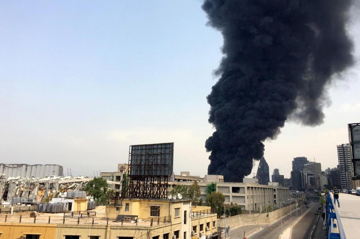У Бейруті знову спалахнула пожежа в порту (фото, відео)