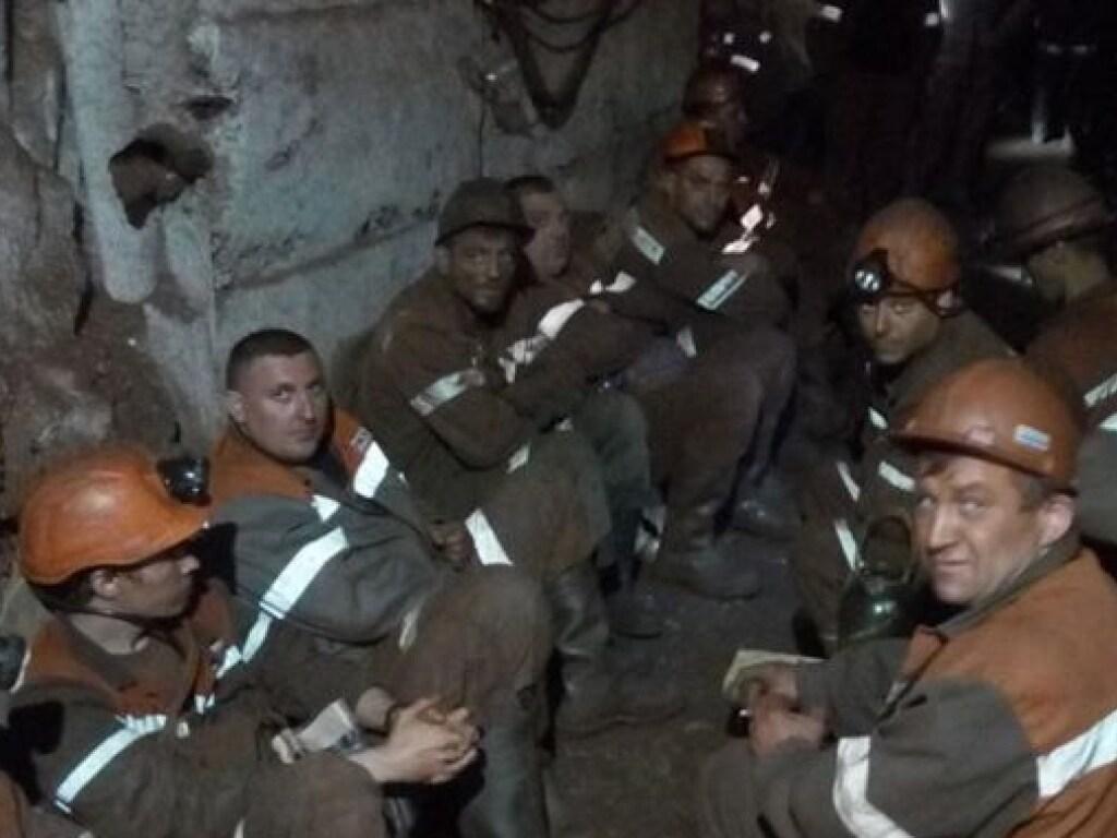 Получается так, что власти нашли деньги на полицию, а на шахтеров нет?!