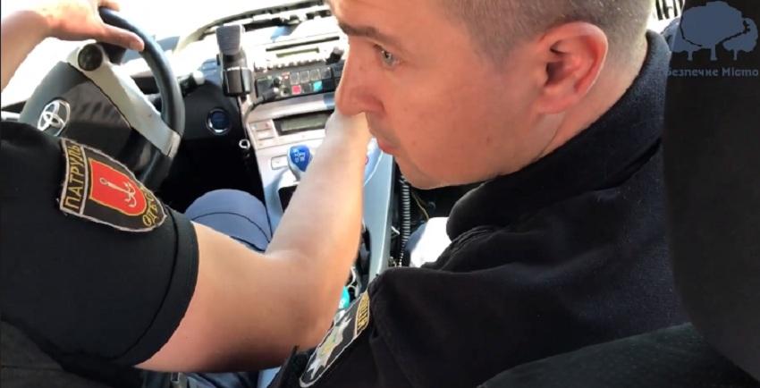 Патрульні Максим і Олег взяли хабар в розмірі 100 $ і 2000 грн, за те що водій тверезий! (ВІДЕО)