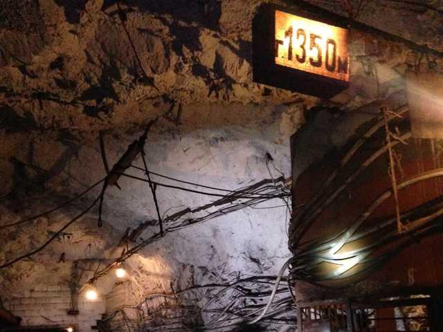 В Кривом Роге на поверхность не выходят сотни шахтеров, их жены готовятся перекрывать дороги