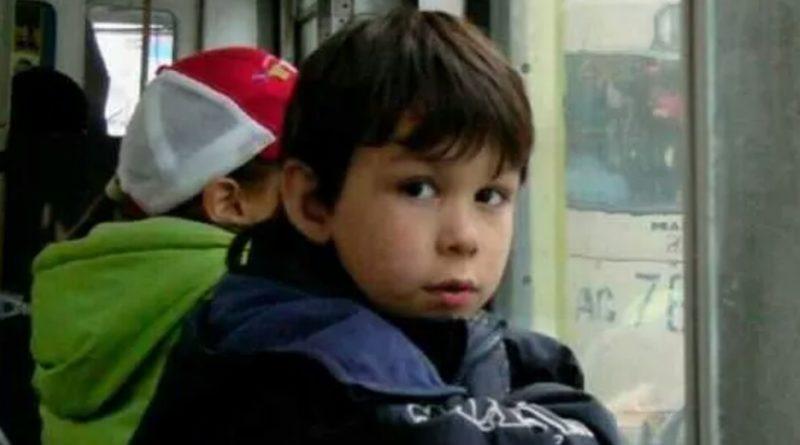 Незнайомець в автобусі зробив зауваження хлопчику, який їв цукерку. Відповідь малюка запам'ятають усі пасажири