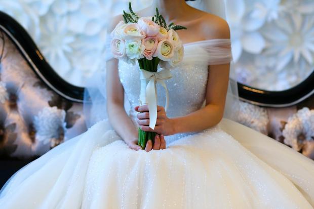 Гості запам'ятають надовго: Наречена дізналася про невірність жениха і замість клятви зачитала на весіллі його листування з іншою