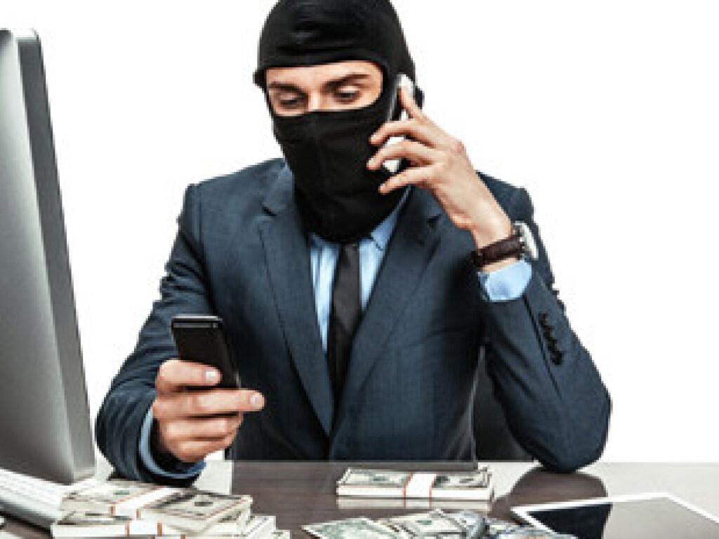 В Винницкой области телефонный мошенник обманул 70-летнюю женщину на 19 тысяч долларов. Детали