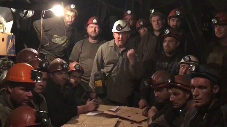 «Горняки получают зарплату меньше, чем охранники в АТБ». Почему забастовали шахты Коломойского и Ахметова