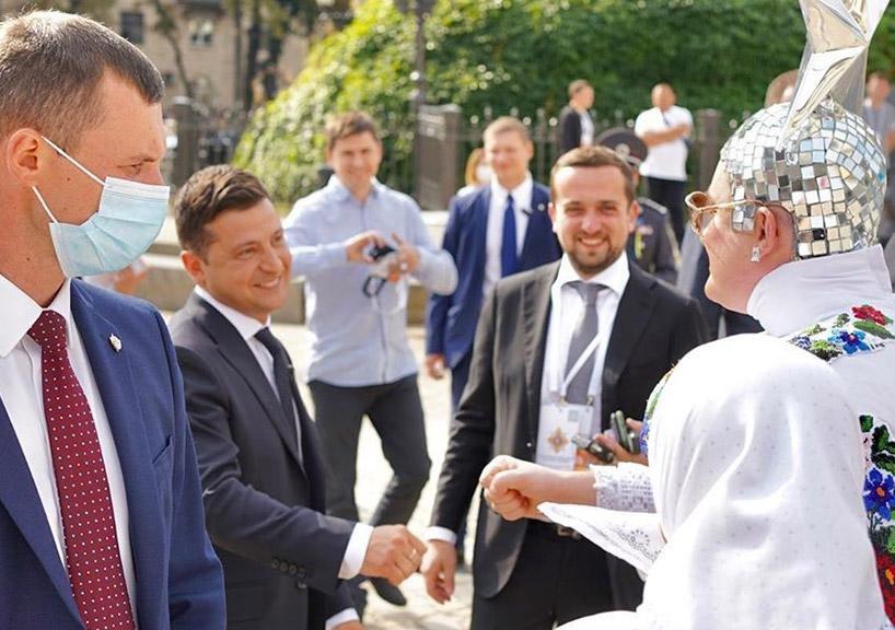 Верка Сердючка рассказала о неожиданном подарке от Зеленского в номере отеля
