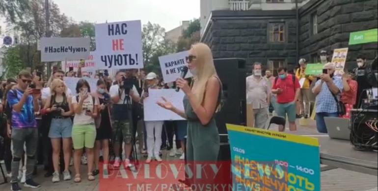 Візьмемо велику дубину і виламаємо двері: Полякова провела мітинг під Кабміном (відео)