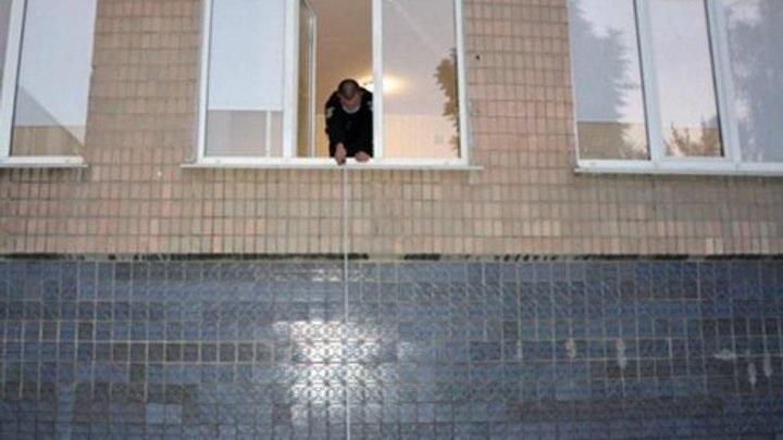 Трагедія у Хмельницькому: У дитячому садку малюк випав з вікна