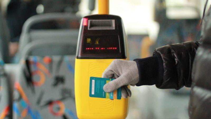 У Києві почали продавати єдиний е-квиток для міського транспорту та поїздів далекого сполучення. Як це працює?